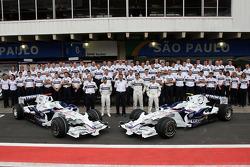 BMW Sauber F1 Team team photo, Willy Rampf, BMW-Sauber, Technical Director, Nick Heidfeld, BMW Sauber F1 Team, Dr. Mario Theissen, BMW Sauber F1 Team, BMW Motorsport Director, Robert Kubica,  BMW Sauber F1 Team, Christian Klien, Test Driver, BMW Sauber F1