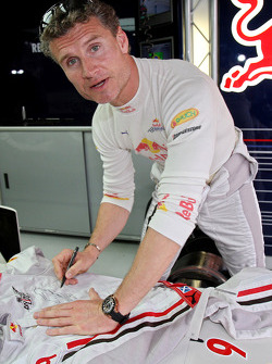 David Coulthard firma su monex con Wings for Life