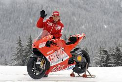 Nicky Hayden with the new Ducati Desmosedici GP9