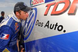 Car category winner Giniel De Villiers kisses his winning Volkswagen Race Touareg 2