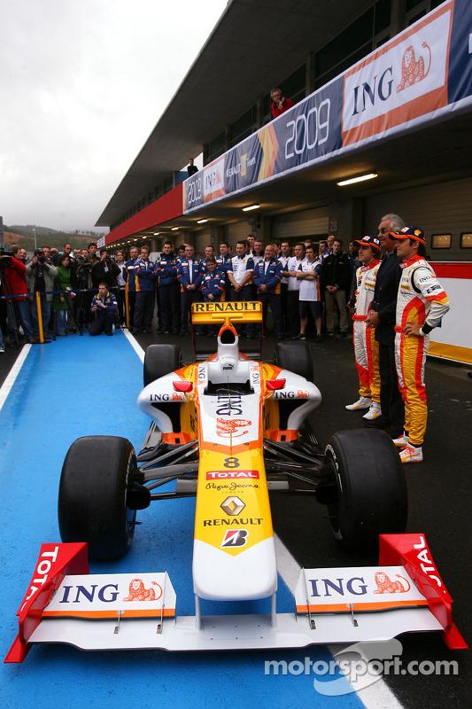 Fernando Alonso, Flavio Briatore; Nelson A. Piquet, Renault, R29
