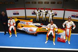 Fernando Alonso, Flavio Briatore, Nelson A. Piquet, Romain Grosjean; und Renault-Nachwuchsfahrer, Renault, R29