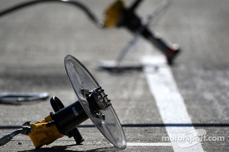 WilliamsF1 Team pitstop air guns