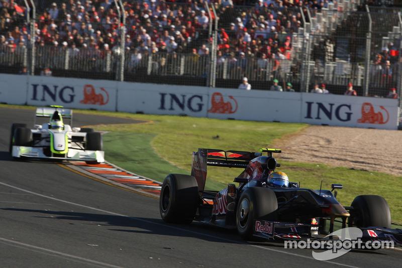 Sebastien Buemi, Scuderia Toro Rosso; Rubens Barrichello, Brawn GP