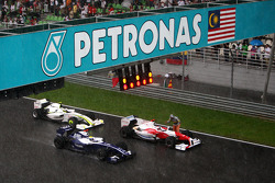 Race stopped due to rain and the cars form up on the grid, Nico Rosberg, Williams F1 Team, Jarno Trulli, Toyota Racing