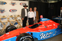Richard Petty, John Andretti and Aldo Andretti pose with the No. 43