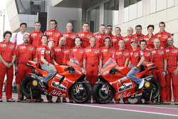 Ducati Marlboro Team photoshoot: Casey Stoner and Nicky Hayden pose with Ducati Marlboro team members