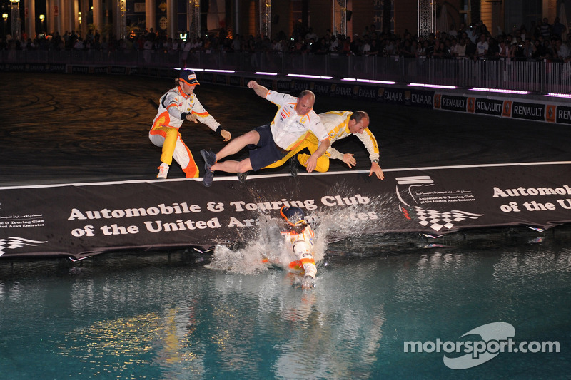 Nelson A. Piquet and Romain Grosjean jump in the water