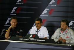 Conférence de presse FIA : Christian Horner, directeur général de Red Bull Racing avec le Dr. Mario Theissen, directeur général de BMW Motorsport et Norbert Haug, directeur général de Mercedes Motorsport