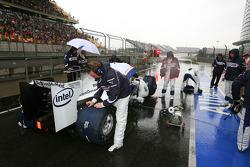 Robert Kubica, BMW Sauber F1 Team starting from the pit lane