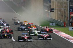 Start: Jarno Trulli, Toyota Racing and Timo Glock, Toyota F1 Team lead the field