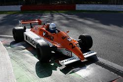 Эбба Коган за рулем Arrows A3/4, Hall & Hall (в 1980 году этим автомобилем управляли Риккардо Патрезе и Йохен Масс)