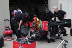 Robert Doornbos, Newman/Haas/Lanigan has his car worked on
