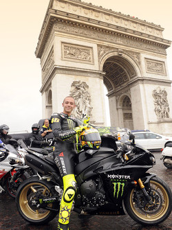 Valentino Rossi, Fiat Yamaha Team, in front of the Arc de Triomphe in Paris