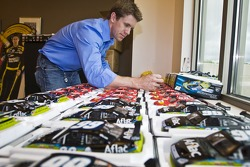 Carl Edwards signs diecast cars