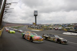 Start: Ryan Newman and Kyle Busch lead into turn one
