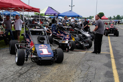 Midgets lined up in the pits