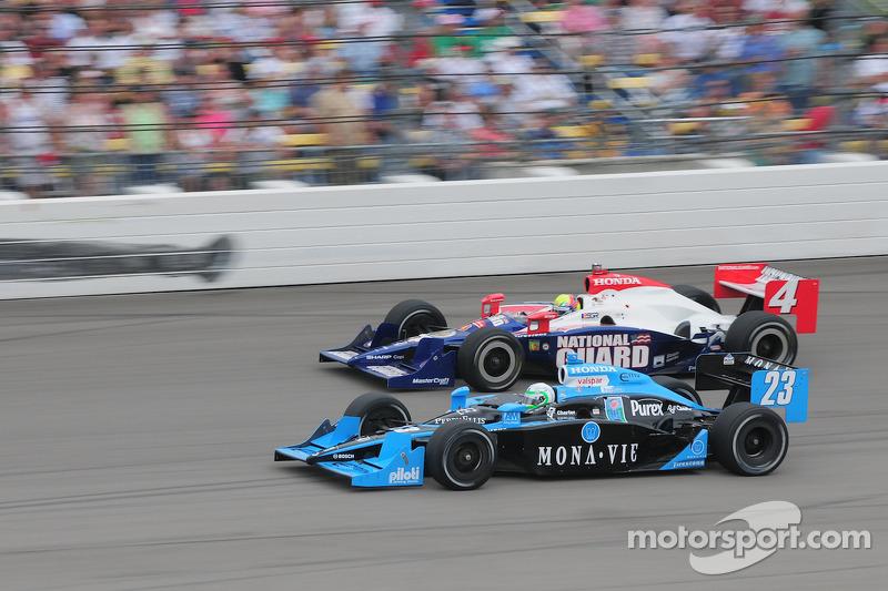 Tomas Scheckter, Dreyer & Reinbold Racing and Dan Wheldon, Panther Racing run together