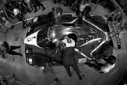 Pit stop del #9 Team Peugeot Total Peugeot 908: Alexander Wurz, David Brabham, Marc Gene