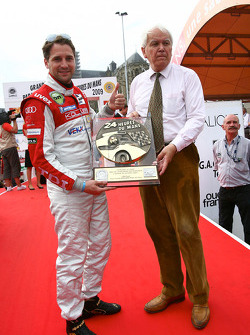 Rookie of Le Mans 2009 trophy is presented to Christijan Albers