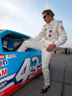 STP celebrates King Richard Petty's 25th Anniversary of his 200th Grand National win at the Daytona International Speedway before the start