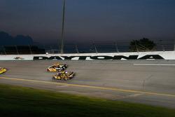 Jeff Burton, Richard Childress Racing Chevrolet, David Ragan, Roush Fenway Racing Ford