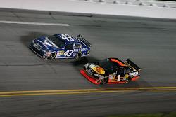 Reed Sorenson, Richard Petty Motorsports Dodge, Martin Truex Jr., Earnhardt Ganassi Racing Chevrolet