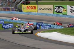 Dan Wheldon, Panther Racing leads Hideki Mutoh, Andretti Green Racing