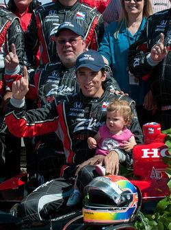Podium: race winner Justin Wilson, Dale Coyne Racing, celebrates with his team