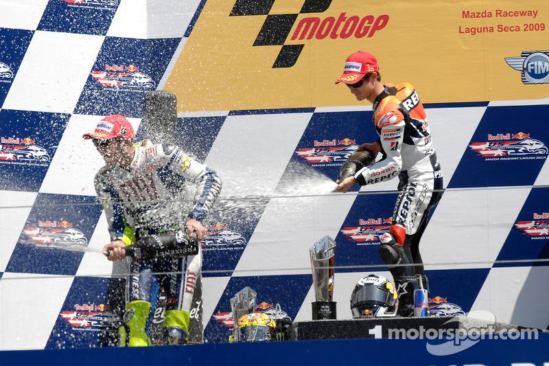 Podio: ganador de la carrera Dani Pedrosa, Repsol Honda Team, segundo lugar Valentino Rossi, Fiat Yamaha Team