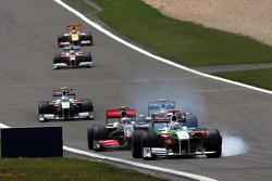 Адриан Сутиль, Force India F1 Team, и Хейкки Ковалайнен, McLaren Mercedes