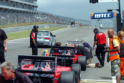 The grid forms up for the second restart