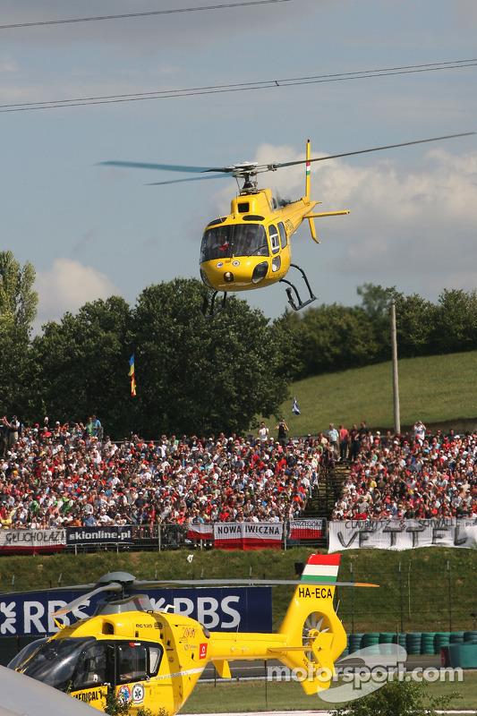 Felipe Massa é levado ao hospital após acidente