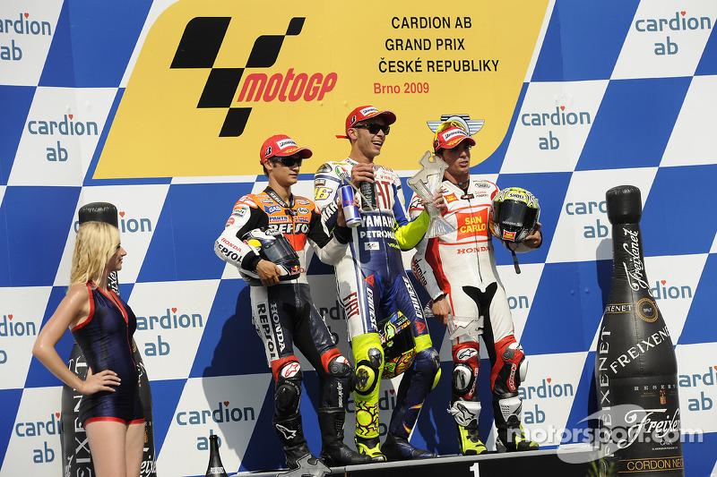 Podio: 1º Valentino Rossi, 2º Dani pedrosa, 3º Toni Elías