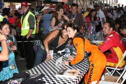 Autograph session: Danica Patrick, Andretti Green Racing and Franck Montagny, AFS Racing/Andretti Green