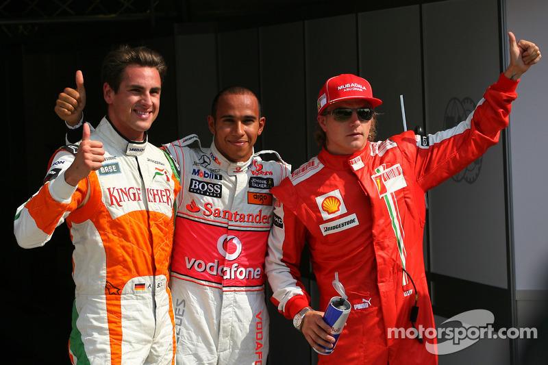 Ganador de la pole position Lewis Hamilton, McLaren Mercedes segundo Adrian Sutil, Force India F1 Team y tercero Kimi Raikkonen, Scuderia Ferrari