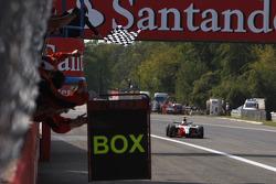 Nico Hulkenberg crosses the line to take the 2009 GP2 Series championship