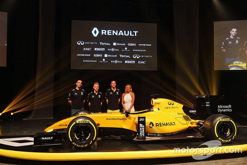 Главным событием межсезонья стало возвращение заводской команды Renault в Формулу 1