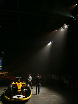 Cyril Abiteboul, Renault Sport F1 Managing Director con David Croft, Sky Sports Commentator