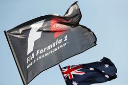 Banderas de la F1 y de Australia