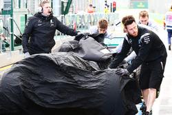 De Mercedes AMG F1 W07 Hybrid van Nico Rosberg, Mercedes AMG F1 Team na crash