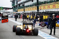 Джолион Палмер, Renault Sport F1 Team RS16 на пит-лейне