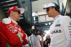 Kimi Raikkonen, Ferrari y Nico Rosberg, Mercedes AMG F1 Team