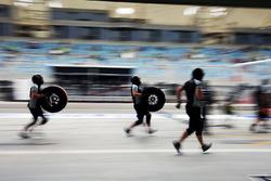Sahara Force India F1 Team mecánicos en pits