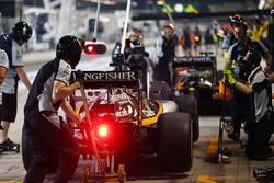 Sergio Perez, Sahara Force India F1 VJM09 practica una para en pits