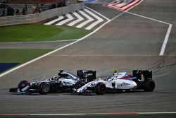 Lewis Hamilton, Mercedes AMG F1 Team W07 und Valtteri Bottas, Williams FW38
