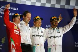 Podio:  Kimi Raikkonen, Ferrari, segundo; Aldo Costa, Mercedes AMG F1 Director de Ingenieria; Nico Rosberg, Mercedes AMG F1, ganador; Lewis Hamilton, Mercedes AMG F1, tercer lugar