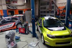 Автомобили Егора Санина и Дмитрия Малахова в боксах команды ТТ Моторспорт