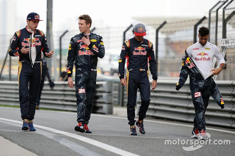 Max Verstappen, Scuderia Toro Rosso, Daniil Kvyat, Red Bull Racing, Carlos Sainz Jr., Scuderia Toro Rosso, Daniel Ricciardo, Red Bull Racing
