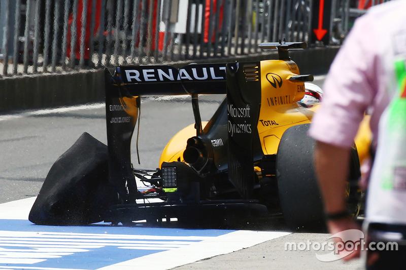 Kevin Magnussen, Renault Sport F1 Team RS16 regresa a boxes con un neumático de Pirelli izquierdo trasero perforado